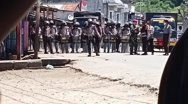 Indonesian police come out in force to disband to disband a West Papuan student demonstration against Special Autonomy in Papua. Waena, 27 October, 2020 Photo: Supplied