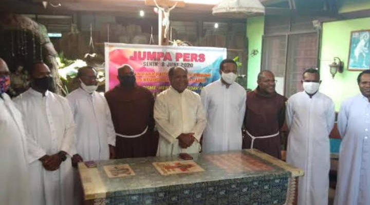 West Papuan Catholic Priests have appealed to Indonesian security forces and Papua's pro-independence guerilla fighters to step back from armed conflict and enter dialogue. Photo: Supplied