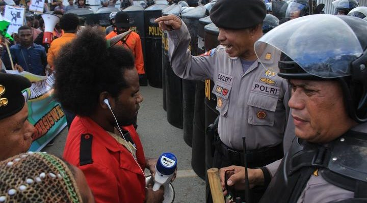 Indonesian police confront West Papuan demonstrators in Jayapura, August 2019. Photo: Whens Tebay